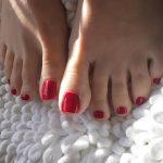 skinny toes