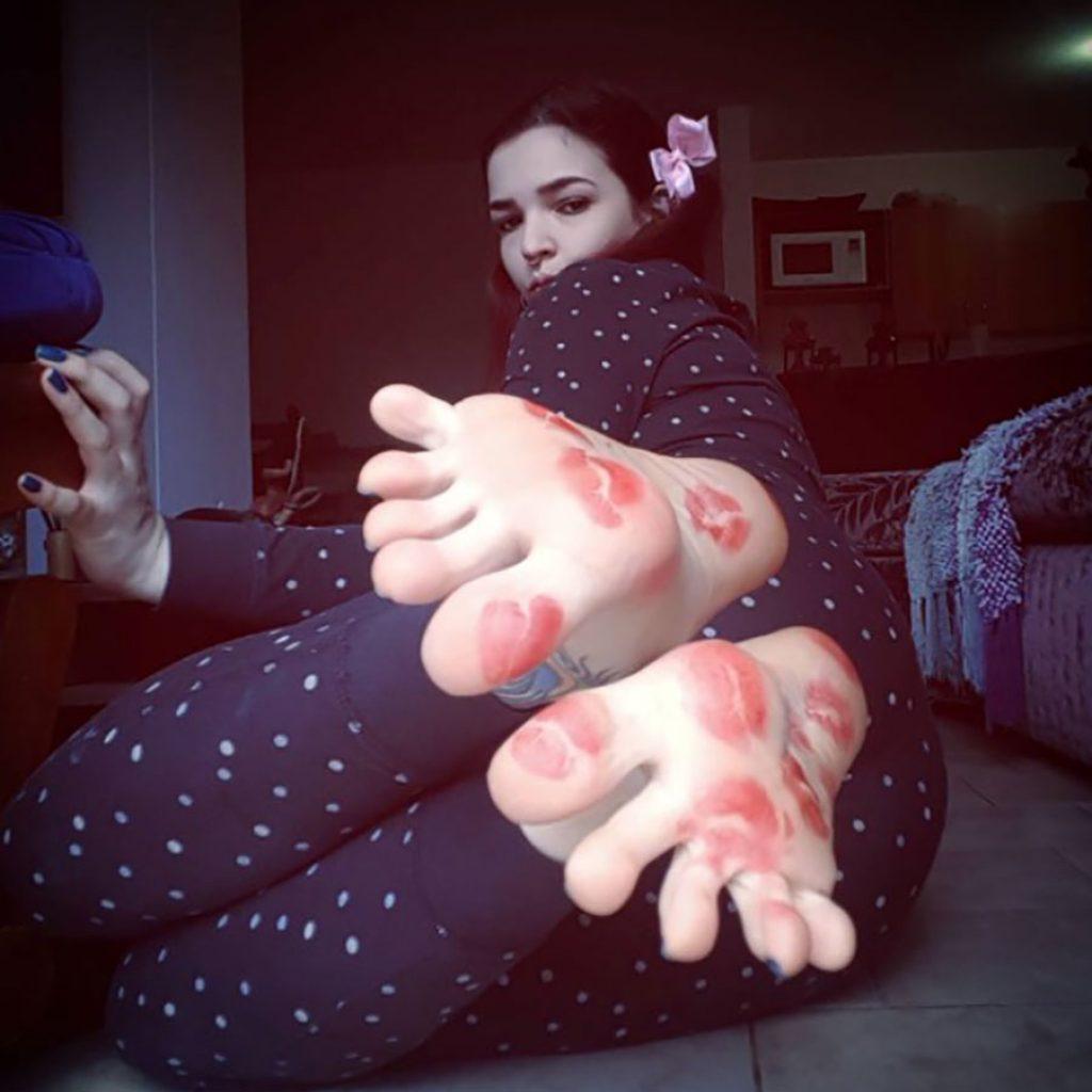 gorgeous coed feet