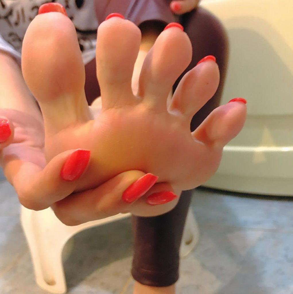 Eda's Feet show