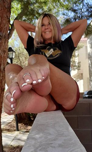 Wonder Woman Feet Lives