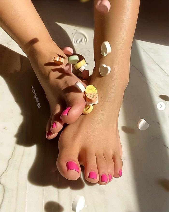 bellaspretty-feet